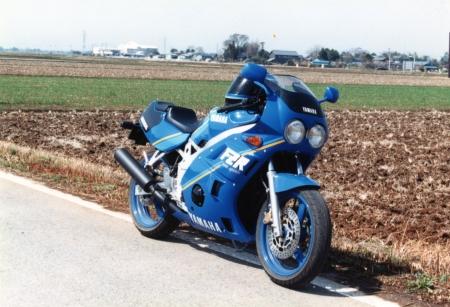 Yamaha-fzr400
